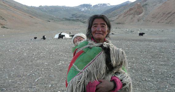 Nomad woman and baby © JD Viharini